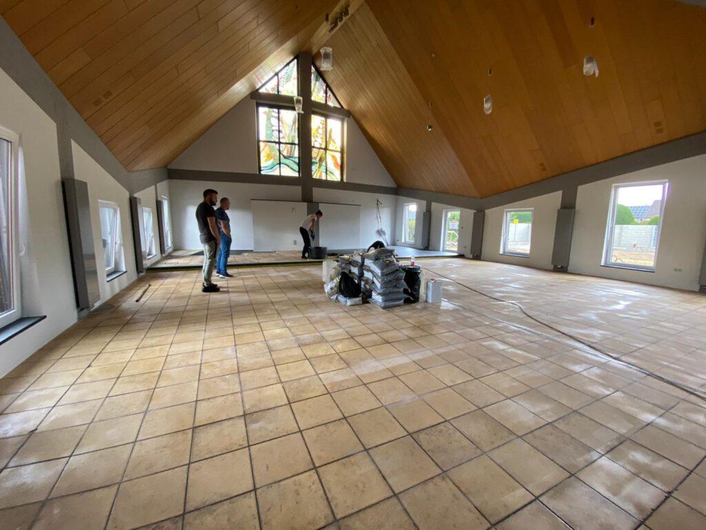 Projekt Steinteppich in der Kirche
